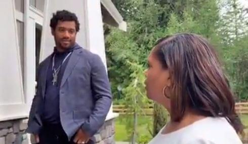 NFL QB Russell Wilson surprises mom with new house on Mother's Day