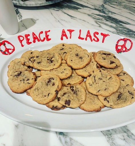 Katy Perry & Taylor Swift Declare 'Peace At Last' With Cryptic Cookie Post