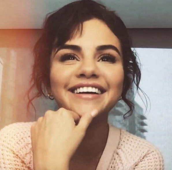 Selena Gomez Doesn't Have Instagram On Her Phone