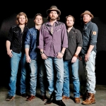 Micky & The Motorcars at Dosey Doe