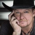 Tracy Lawrence at Dosey Doe
