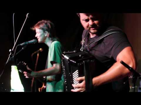 """VIDEO: The Felice Brothers perform """"Aerosol Ball"""" – 6/24/16"""