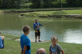Pro Angler Mike DelVisco visits Forsyth (photos)