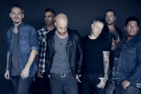 Daughtry Gets Final Day Show Stage Spotlight