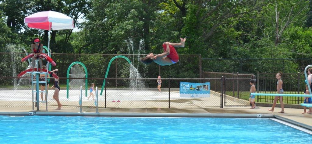 Fairview Pool and Scovill Zoo Observe Fall Hours