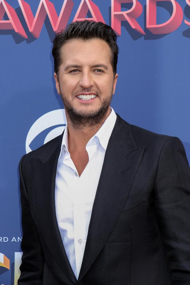 """VIDEO: Luke Bryan """"What Makes You Country"""""""