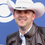 """WATCH: Justin Moore """"The Ones That Didn't Make It Back Home"""""""