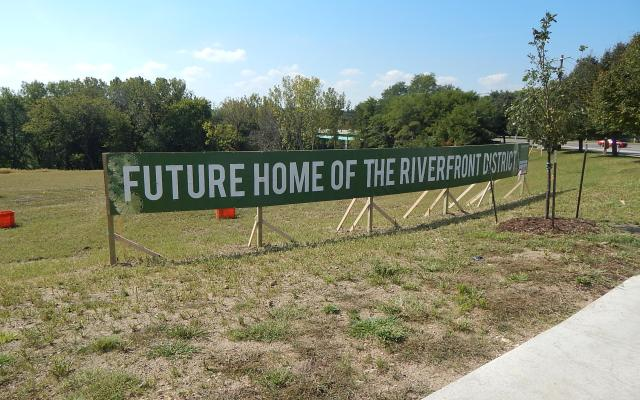 riverfront_district_2016_new_sign1_092316