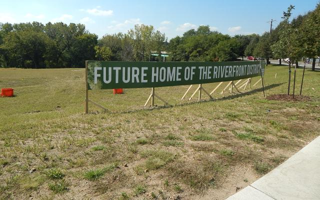 riverfront_district_2016_new_sign2_092316